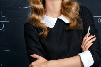 O femeie si-a incheiat cariera de profesoara dupa o epidemie in scoala. Ce boala o tine la pat pana si in ziua de azi. FOTO