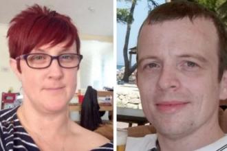 Un barbat din Tara Galilor a descoperit pe Facebook ca sotia lui este casatorita cu un alt barbat. Ce a patit femeia
