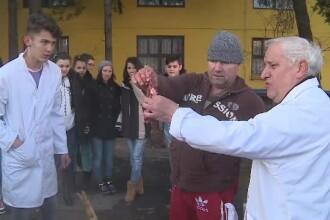 Lectie inedita de taiat porcul. Elevii unei clase din Arad au invatat cum sa aleaga cotletele