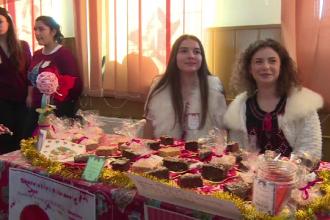 Colegiu din Ploiesti transformat in cofetarie, de Mos Nicolae. Elevii au vandut prajituri pentru a ajuta familii nevoiase