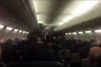 Doi morţi şi 7 răniţi după ce un avion de pasageri a efectuat o aterizare de urgenţă