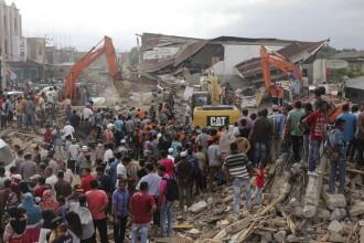 Dezastru in Indonezia, dupa cutremurul de 6,5. Cel putin 100 de oameni au murit, spitalele sunt arhipline. FOTO