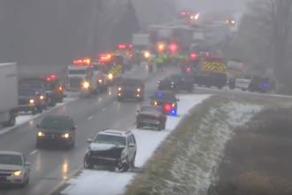 Grav accident in SUA, provocat de ninsoare. Trei oameni au murit intr-un carambol cu 30 de masini. VIDEO