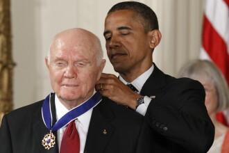 A murit John Glenn, primul american care a efectuat un zbor orbital in jurul Pamantului. Fostul astronaut avea 95 de ani