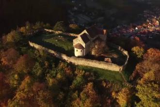 Satucul de langa Sibiu, ascuns intre dealuri si paduri, unde timpul parca s-a oprit in loc.