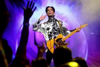 Filmare de la scena morţii lui Prince, făcută publică de poliţie. Trupul său, pe podea