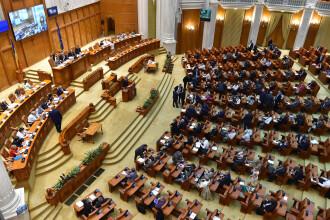 Saptamana cu doua Parlamente si doi premieri. Luni, ultima zi din mandatul senatorilor si deputatilor alesi in 2012