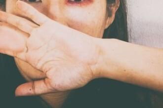 O femeie a fost jefuita in fata unui bar, dar a facut greseala vietii ei cand s-a intors sa recupereze banii.Ce s-a intamplat