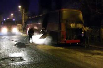 Un autocar a luat la foc la intrarea in Barlad. Printre pasageri se aflau si copii care faceau naveta la scoala