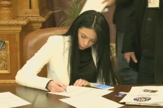 Noii parlamentari si-au ridicat legitimatiile si marti vor depune juramantul. Tanara fara facultate care a ajuns deputat