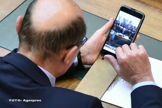 Traian Basescu i-a trimis Elenei Udrea o poza cu el la Senat, in prima zi a noului Parlament: