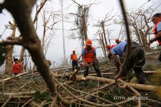 Sute de mii oameni si-au parasit casele in ziua de Craciun, in Filipine. 12.000 de oameni sunt blocati din cauza taifunului