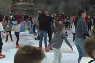 Mall-urile din Bucuresti, luate cu asalt a doua zi de Craciun. Principalele distractii: cumparaturile si patinoarul