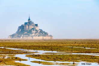 Insula sau nu? Fascinatia creata de maree intr-un loc unic in lume: Mont Saint-Michel din Franta