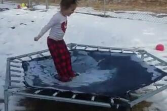 Clipul urmarit de peste 25 de milioane de ori pe Facebook. Ce se intampla cu fetita care sare pe trambulina. VIDEO