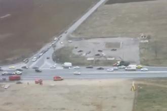 Un mort si trei raniti pe DN 1, dupa impactul violent dintre trei autovehicule. Locul accidentului, filmat din elicopter