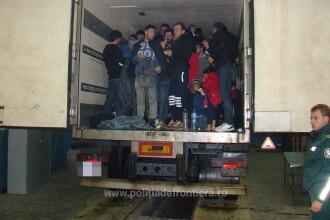 48 de irakieni ascunsi intr-un camion ce transporta ciocolata, descoperiti la vama Giurgiu. Unde intentionau sa ajunga