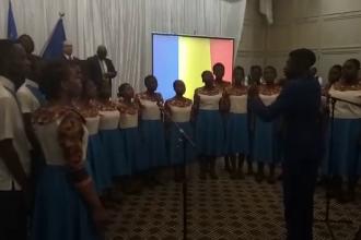 Momentul în care un grup de zimbabwieni cântă Imnul României