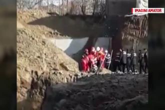 Cei doi muncitori au murit îngropaţi sub mal de pământ prăbuşit peste ei. Greşeala comisă