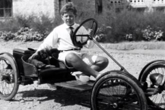 Copilăria Regelui Mihai I. Un băiat modest și educat, pasionat de tehnică și automobile