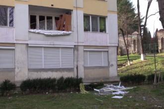 Explozie puternică într-un bloc din Onești. Două persoane au ajuns la spital cu arsuri grave