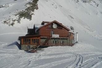 Locul din România unde ninsoarea nu s-a oprit, iar stratul de zăpadă a atins 3 metri
