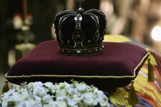 Decorațiile și însemnele Regelui Mihai, expuse în Sala Tronului. Însemnătatea lor