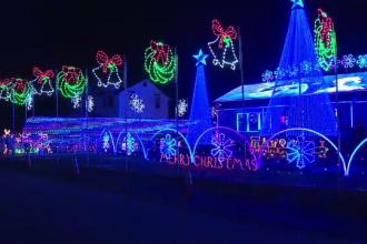 Un american și-a decorat casa cu 200.000 de becuri luminoase, de Crăciun