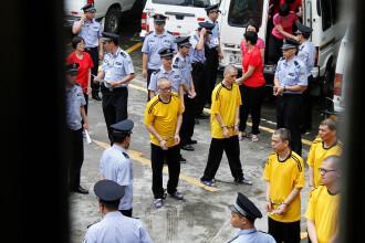 10 persoane, condamnate la moarte pe un stadion din China, sub privirile a mii de cetățeni