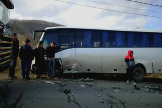 Accident grav între un autocar și un autoturism, în Bacău. 13 persoane au ajuns la spital