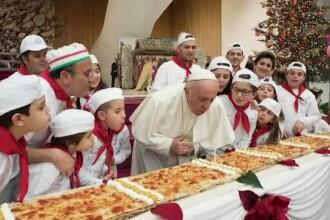 Papa Francisc a împlinit 81 de ani. Aniversare cu pizza și tort