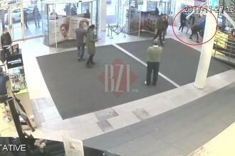 Fiii unui interlop din Iași, filmați cum lovesc cu brutalitate un tânăr, într-un mall. VIDEO