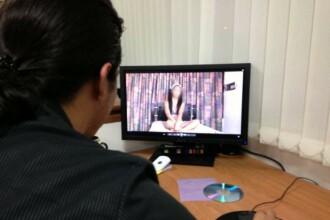 Elevă de 16 ani, filmată întreţinând relaţii intime cu colegii. Unde au apărut imaginile