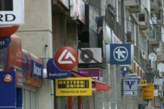 Programul băncilor de sărbători. Punctele de lucru din unele centre comerciale vor rămâne deschise