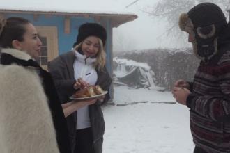 Cazare în case vechi de o sută de ani și mâncăruri pregătite după rețete străvechi, în Maramureș