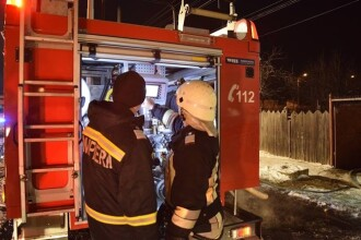 Incendiu puternic într-o gospodărie din Neamț. O familie întreagă, salvată de un trecător