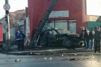 Un șofer a izbit în plin o ambulanță aflată în misiune, într-o intersecție din Galați