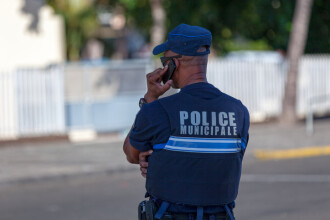 Trei români i-au luat câinele din curte unui francez şi au cerut răscumpărare pe el. Ce a urmat