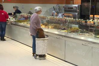 """Românii fac risipă alimentară de Sărbători: """"Cumpărăm mult, să fie masa plină, că așa se cere"""""""