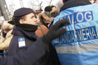 Patru persoane, sancţionate pentru ce au strigat la parada de 1 Decembrie