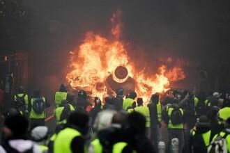 """Ciocniri la Paris între mişcarea """"vestelor galbene"""" şi poliţie. 24 de persoane arestate"""