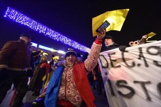 Protest de 1 Decembrie în Piața Victoriei. 1.500 de oameni au format drapelul