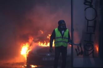 """Reuniune de urgenţă la Paris, după revolta """"vestelor galbene"""