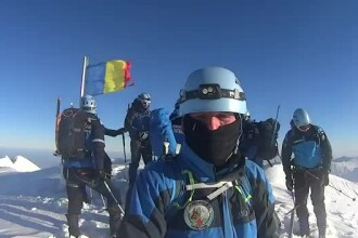 De Centenar, jandarmii montani au arborat drapelul pe Vârful Moldoveanu. VIDEO