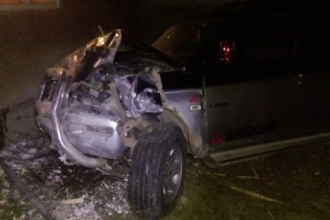 Un șofer a intrat cu mașina în pereții unui imobil din Bistrița-Năsăud. Reacția proprietarilor