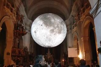Luna uriașă din Cluj nu mai poate fi vizitată. Turiștii au făcut dezordine în biserică