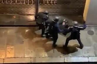 Protestatarul francez bătut de 8 poliţişti riscă să-şi piardă un ochi. Reacţia Guvernului
