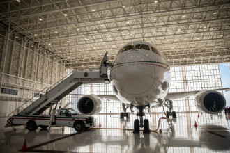Avion prezidențial scos la vanzare. Aeronava este dotata cu dormitor, baie si semineu