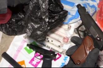 Pungi cu lansatoare de grenade, pistoale şi arme de asalt, în gospodăria unor bulgari