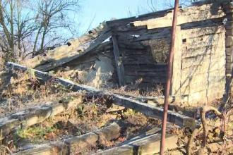 Casa lui Brâncuşi, aproape dărâmată. Primăria din Hobița a intrat în posesia ei